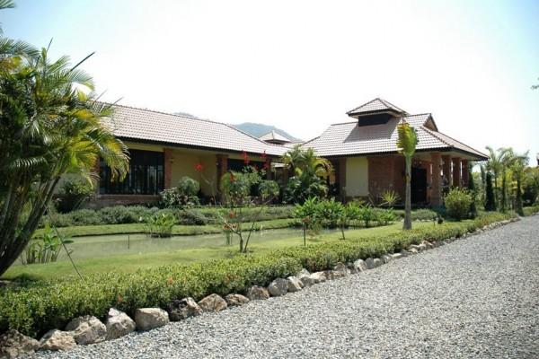 Kinkala Garden Apartment 1