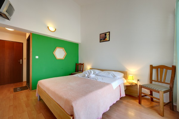 Modernly Equipped Room In Villa With Restourant Near The Sea7440-03