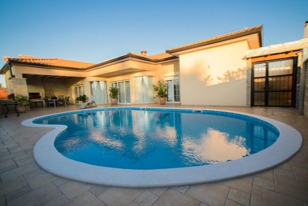 Villa Vacanza With Heated Pool!