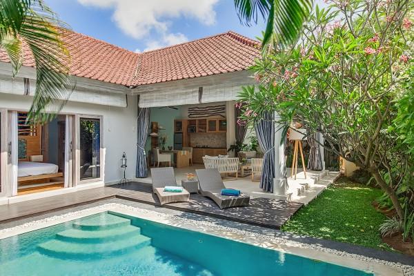 Stylish And Romantic Villa Sky